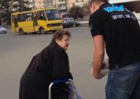 В Крыму наконец-то нашли настоящего мужчину: Не посчитал зазорным остановиться и помочь бабушке СКРИНШОТ, фото — «Рекламы Бахчисарая»