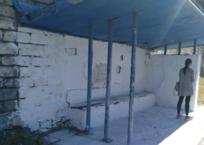В Симферополе остановку побелили «от души» ФОТО, фото — «Рекламы Крыма»