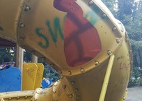 Детская площадка в Ялте превратилась в смертельный аттракцион - соцсети ФОТО, фото — «Рекламы Фороса»