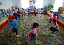 Крымские родители могут поставить ребенка на очередь сразу в три детских сада, фото — «Рекламы Алушты»