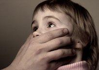 """""""Странный мужчина"""" пристает к маленьким девочкам в Керчи - соцсети СКРИНШОТ, фото — «Рекламы Крыма»"""