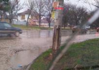 На въезде в Симферополь аварийный столб может рухнуть на машины ФОТО, фото — «Рекламы города Саки»