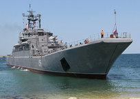 В Севастополе начали осматривать столкнувшийся с сухогрузом корабль ЧФ, фото — «Рекламы Севастополя»