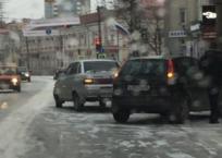 Крымскую столицу сковала гололедица – соцсети ФОТО, фото — «Рекламы Белогорска»