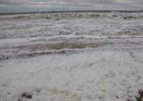 Море у берегов Керчи затеяло грандиозную «стирку» ВИДЕО, фото — «Рекламы Белогорска»