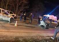 Внезапно открывшийся капот привёл к ДТП на трассе Симферополь – Ялта ФОТО, фото — «Рекламы Бахчисарая»