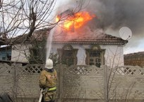 В Крыму на пожаре спасли бабушку с ребенком, фото — «Рекламы Бахчисарая»