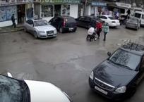 Потерявшая сознание женщина за рулем столкнулась с четырьмя машинами в Севастополе ВИДЕО, фото — «Рекламы Севастополя»