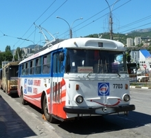 Mini_skoda_trolleybus_in_yalta_p2c_ukraine.jpg_qitok_mt68zx87.pagespeed.ce.ckxeiodgyd