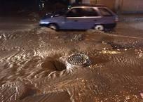 В Крыму из-за ливня автомобили засасывало в воронку из грязи ФОТО, фото — «Рекламы Крыма»