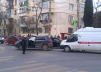В Севастополе кроссовер влетел в машину «скорой помощи», фото — «Рекламы Севастополя»