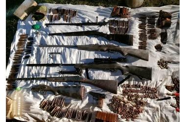 В крымском ущелье кто-то спрятал оружие и боеприпасы ФОТО, фото — «Рекламы Щелкино»