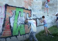 Волонтеры со всей страны собираются на борьбу с граффити в пещерных городах Крыма, фото — «Рекламы Партенита»