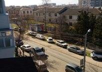 Дорога к парку Анны Ахматовой превратилась в сплошную стоянку - соцсети ФОТО, фото — «Рекламы Севастополя»