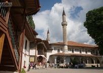 На Ханской мечети в Бахчисарае впервые почти за 300 лет меняют черепицу, фото — «Рекламы Белогорска»