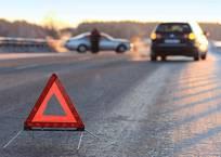 На Керченской трассе столкнулись грузовик и легковушка: движение затруднено, фото — «Рекламы Алупки»