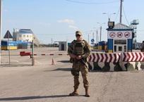 На границе Украины с Крымом полицейские проверяют людей по базам Интерпола, фото — «Рекламы Крыма»