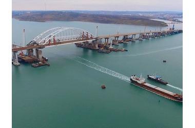 Президент ответил, будет ли проезд по Крымскому мосту платным, фото — «Рекламы Черноморского»