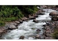 В крымскую горную реку сорвался турист, фото — «Рекламы Белогорска»