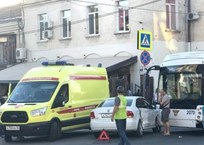 Серьезное ДТП с участием легковушки и троллейбуса в центре Севастополя: есть пострадавшие, фото — «Рекламы Севастополя»