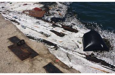 Море в Артбухте Севастополя замусорено досками и пенопластом ФОТО, фото — «Рекламы Севастополя»