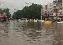 Ливни в Крыму: Симферопольский вокзал снова под водой, в Севастополе затопило дорогу к пляжу ФОТО, ВИДЕО, фото — «Рекламы Евпатории»
