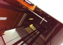 Лифт зажал коляску с ребенком в многоэтажке Симферополя - соцсети, фото — «Рекламы Черноморского»
