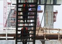 Строители завершают формирование опор ж/д части Крымского моста, фото — «Рекламы Севастополя»