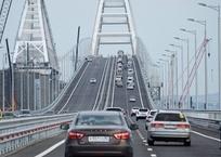 Движение к Крымскому мосту будут ограничивать до конца августа, фото — «Рекламы города Саки»