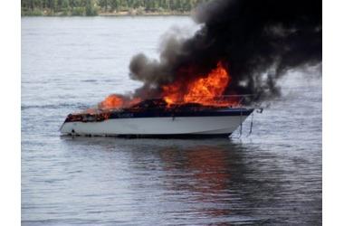 В море на крымском курорте сгорел катер ВИДЕО, фото — «Рекламы Евпатории»