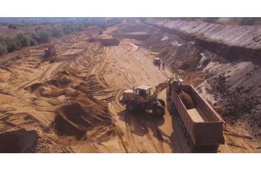 Из крымской дамбы продолжают добывать ядовитый песок ФОТО, ВИДЕО, фото — «Рекламы Крыма»