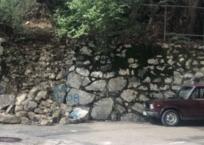 На ЮБК уже пять дней никто не ремонтирует разрушенную дождем подпорную стену, фото — «Рекламы Фороса»
