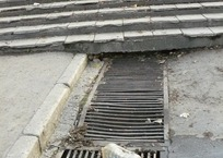 Из ливневой канализации Евпатории вынули 15 тонн грунта, фото — «Рекламы Крыма»