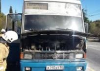 На крымской трассе на ходу загорелся автобус, фото — «Рекламы Красногвардейского»