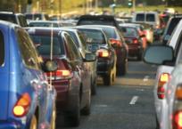 На крымской трассе ДТП и дорожные работы спровоцировали пробку в 5 км, фото — «Рекламы Фороса»