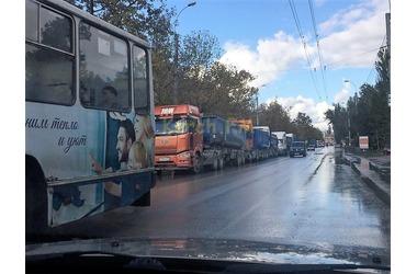 Это заразно: пробки в утренней Керчи размножились по всему центру ФОТО, фото — «Рекламы Крыма»