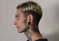 Татуированные крымчане с туннелями в ушах будут иметь сложности во время призыва, фото — «Рекламы Джанкоя»