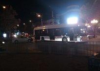 В центре Симферополя легковушка врезалась в троллейбус, фото — «Рекламы Крыма»