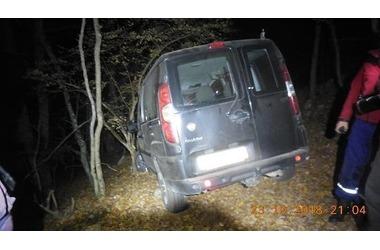 Автомобиль с четырьмя взрослыми и ребенком застрял в грязи на крымской дороге ФОТО, фото — «Рекламы Щелкино»
