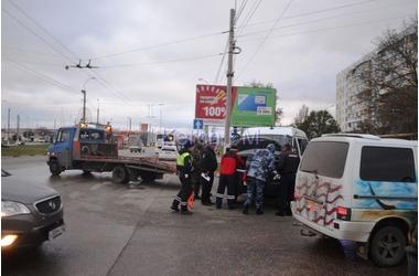 В Крыму при столкновении с внедорожником перевернулся автомобиль ОМОНа (ФОТО), фото — «Рекламы Щелкино»