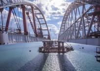 Крымский мост обледенел. Движение парализовано ВИДЕО, фото — «Рекламы Севастополя»