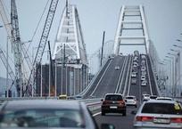 На Крымском мосту ограничили скорость из-за мокрой дороги, фото — «Рекламы Крыма»