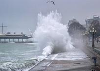 Ливень, шторм, туман: в понедельник в Крыму будет бушевать непогода, фото — «Рекламы Алупки»