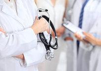 В Крыму назвали планируемую на 2019 год среднюю зарплату врачей, фото — «Рекламы Керчи»