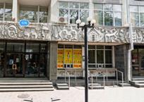 Барельефа больше нет: в центре Симферополя изуродовали архитектурную композицию ФОТО, фото — «Рекламы Крыма»