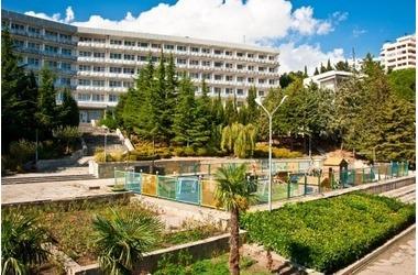 «Пенсионерский бордель в санатории» нашли в Крыму, фото — «Рекламы города Саки»