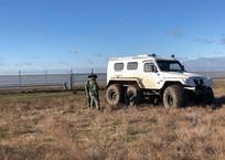 На границе Украины и Крыма построили охранный рубеж с вибрационными и радиолучевыми датчиками, фото — «Рекламы Крыма»