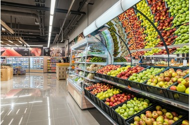 СМИ: единственная торговая сеть с материка закрывает магазины в Крыму, фото — «Рекламы Щелкино»