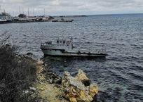 Севастопольцы по-прежнему ищут владельца севшего на мель катера, фото — «Рекламы Севастополя»