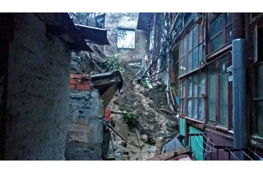 В Ялте рухнула опорная стена: 8 человек эвакуированы ФОТО, фото — «Рекламы Ялты»